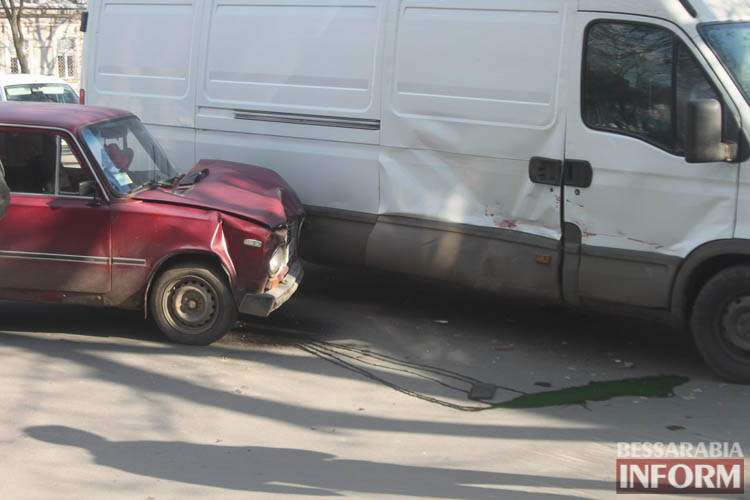 FCtGneiAFMM ДТП в Измаиле: дорогу не поделили ВАЗ и IVECO (фото)