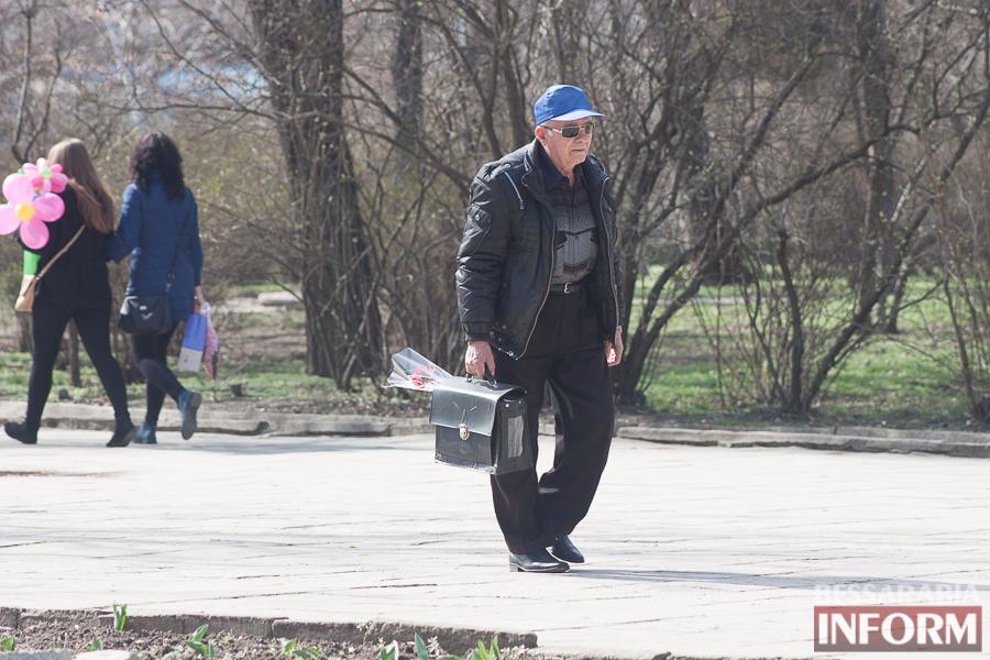 """IMG_7753 8 Марта в Измаиле: мужчины """"штурмуют"""" цветочный рынок (фото)"""