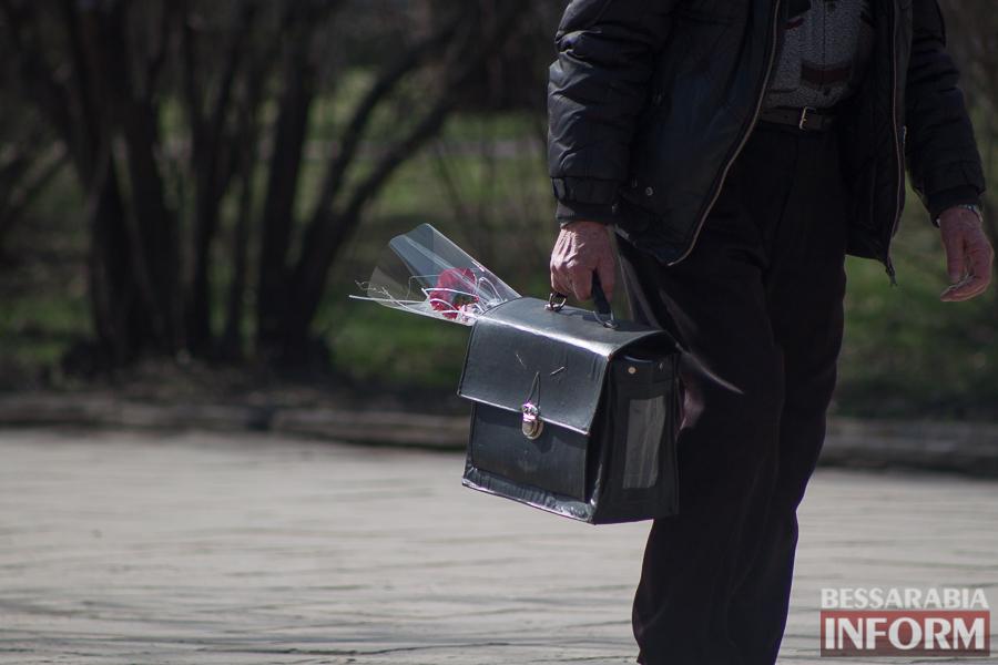 """IMG_7754 8 Марта в Измаиле: мужчины """"штурмуют"""" цветочный рынок (фото)"""