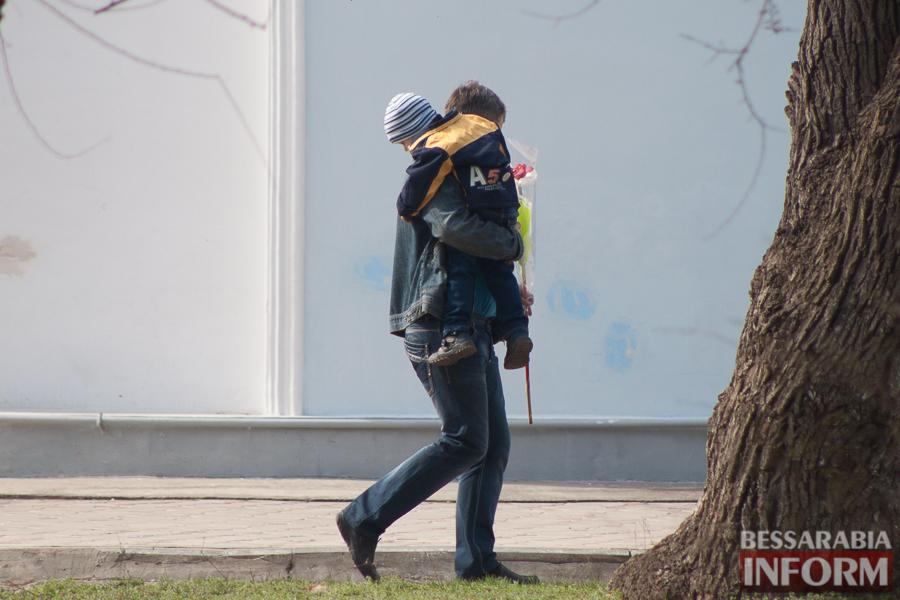 """IMG_7766 8 Марта в Измаиле: мужчины """"штурмуют"""" цветочный рынок (фото)"""