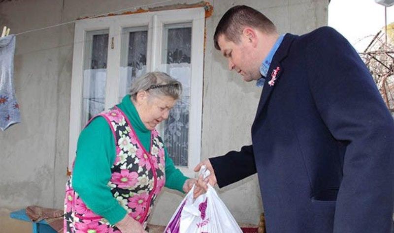NK-001 В Болградском районе раздавали гуманитарную помощь из Болгарии (фото)