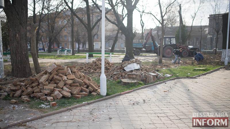 SME_0287 В Измаиле проходит реконструкция Школьного сквера (фото)