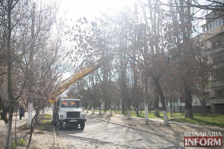 SME_1268 Измаил: по Клушина идет капитальный ремонт сетей наружного освещения (фото)