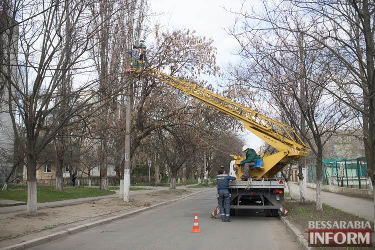 SME_1271 Измаил: по Клушина идет капитальный ремонт сетей наружного освещения (фото)