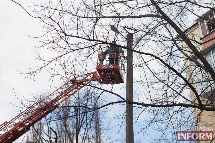 SME_1279 Измаил: по Клушина идет капитальный ремонт сетей наружного освещения (фото)