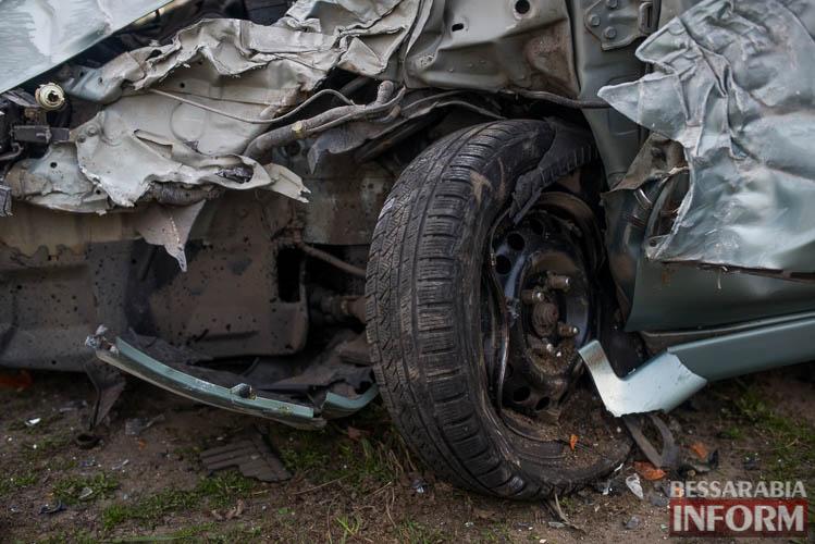 ДТП в Измаиле: на пр-те Суворова Mitsubishi влетел в столб (фото)