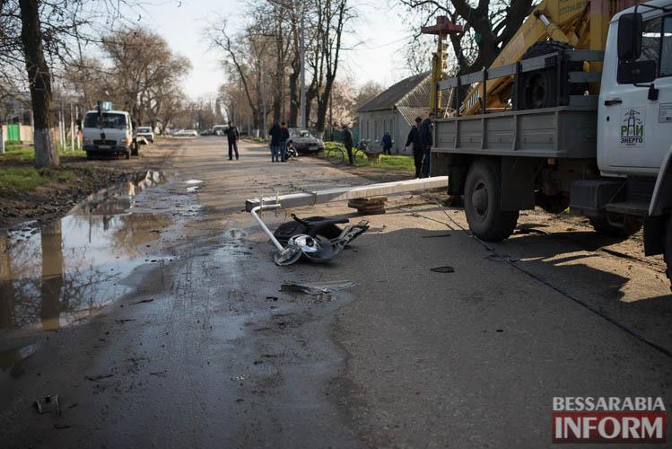 ДТП в Измаиле: Opel снес электроопору. Водитель в больнице (фото)