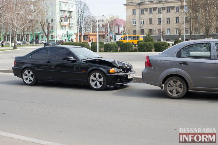 """В Измаиле на проспекте Суворова BMW """"догнал"""" Chevrolet (фото)"""