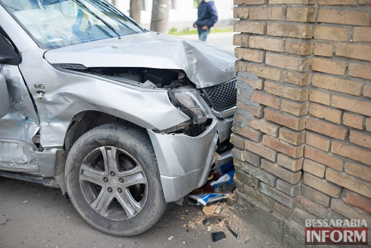 SME_8822 В Измаиле всплеск ДТП: на этот раз дорогу не поделили Suzuki и ВАЗ (фото)