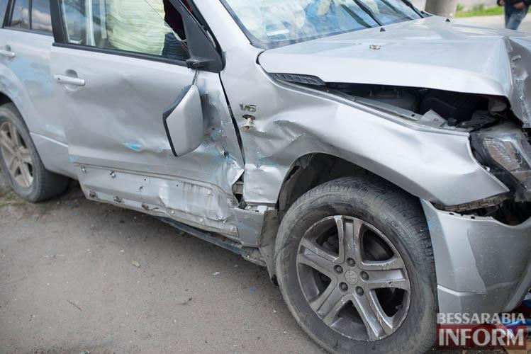 SME_8823 В Измаиле всплеск ДТП: на этот раз дорогу не поделили Suzuki и ВАЗ (фото)