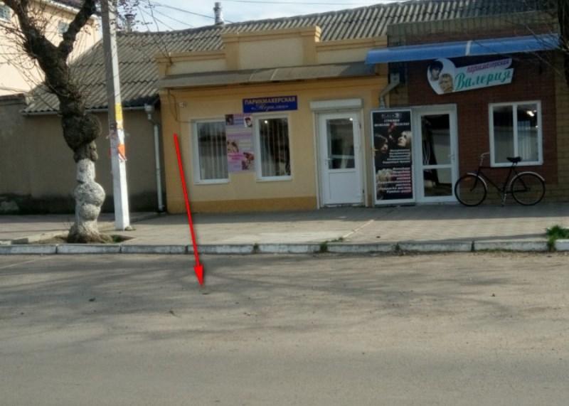 Болград: через дырку в асфальте горожане разглядели катакомбы (фото)