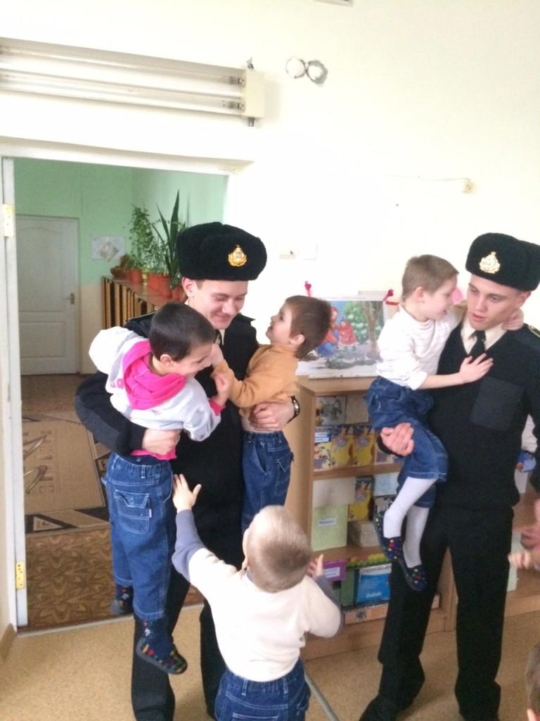 Измаильские моряки-пограничники подарили радость детям из дома ребенка (фото)