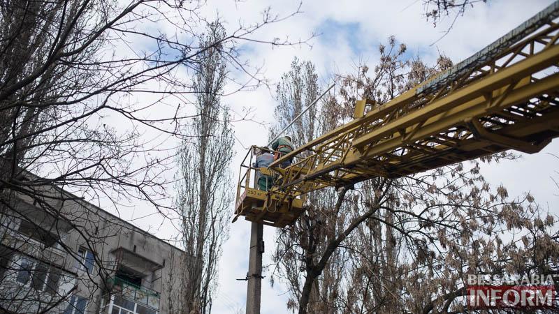 miniatyura-10 Измаил: по Клушина идет капитальный ремонт сетей наружного освещения (фото)
