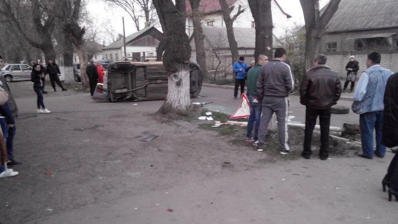 Измаил: ДТП на Семинарской - семью из троих человек увезла Скорая (фото)