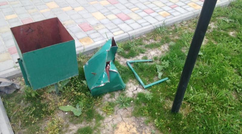 12987015_1088299424576880_2815104447772721626_n Измаильские и килийские вандалы атакуют парки и скверы (фото)