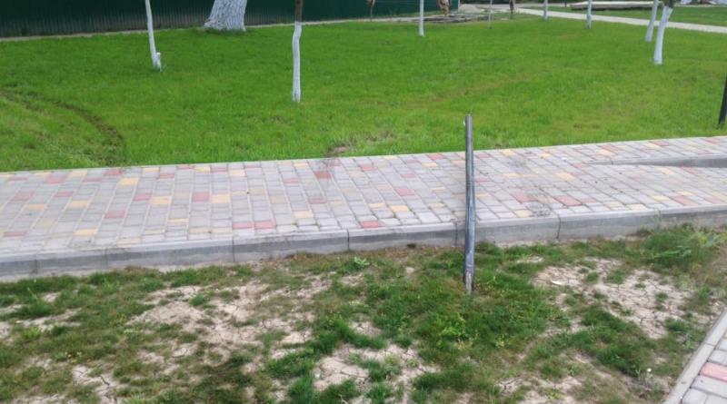 13007238_1088299397910216_5161006389382323067_n Измаильские и килийские вандалы атакуют парки и скверы (фото)
