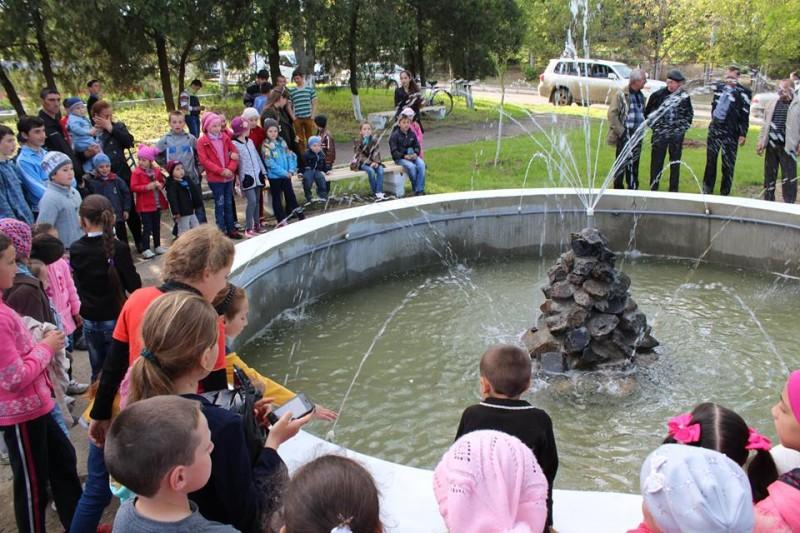 В селе Ренийского района открылись сразу два фонтана