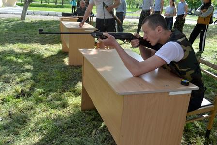 5-2 Школьники Болградского района соревновались в перетягивании каната и строевой подготовке