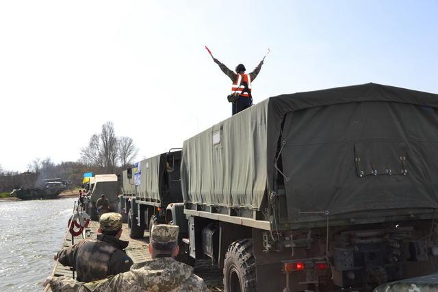 В Белгород-Днестровском районе прошли учения по оборудованию паромной переправы (фоторепортаж)