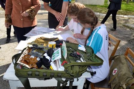 7-1 Школьники Болградского района соревновались в перетягивании каната и строевой подготовке