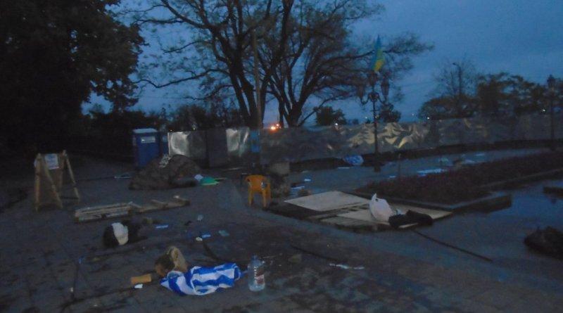 "7149046ff69a0497e7ce488ee4_59e505fa В Одессе пытались снести ""антитрухановский майдан"""