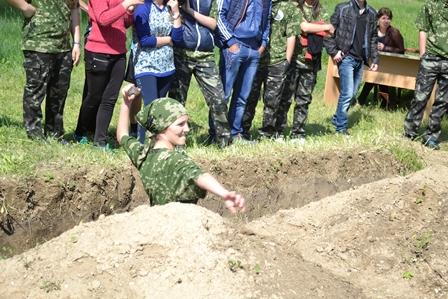 9-1 Школьники Болградского района соревновались в перетягивании каната и строевой подготовке