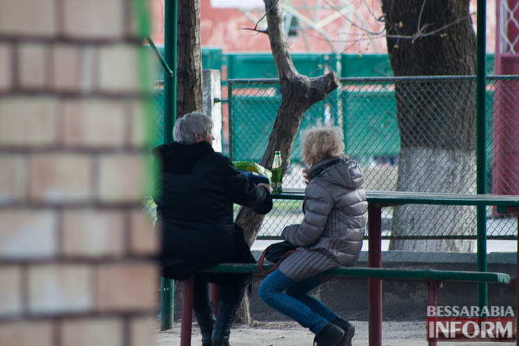 Измаильчане игнорируют запрет на уличное распитие спиртного (ФОТО)