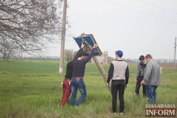 Измаильский р-н: молодежь - за чистые обочины! (фоторепортаж)