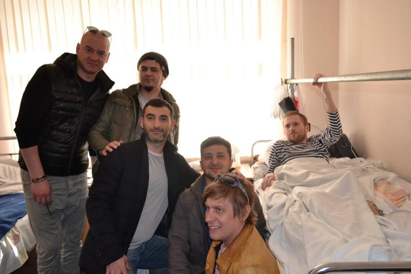 """d3578cf4a11b70410959655c4f2871605804246e-e1459765087578 """"Кварталовцы"""" посетили раненных бойцов АТО в Одессе (фото)"""