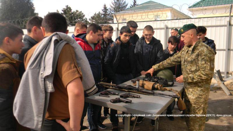 Измаильские пограничники провели день открытых дверей для школьников