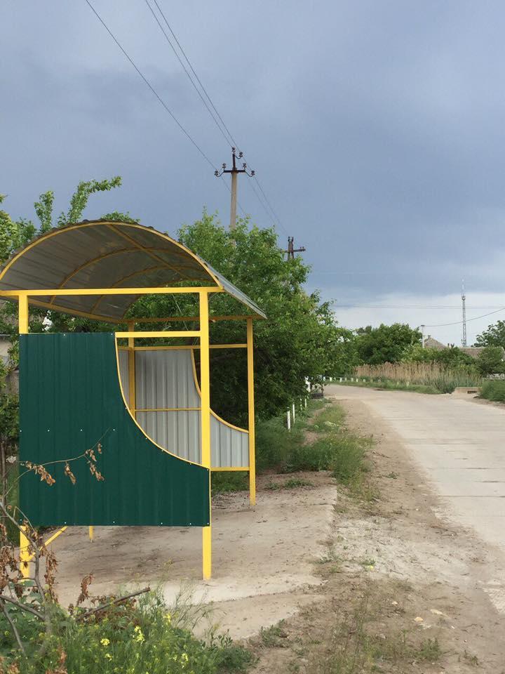 13164274_1103875506352605_1403633604033784327_n На улицах Килии устанавливают новые автобусные остановки (фото)