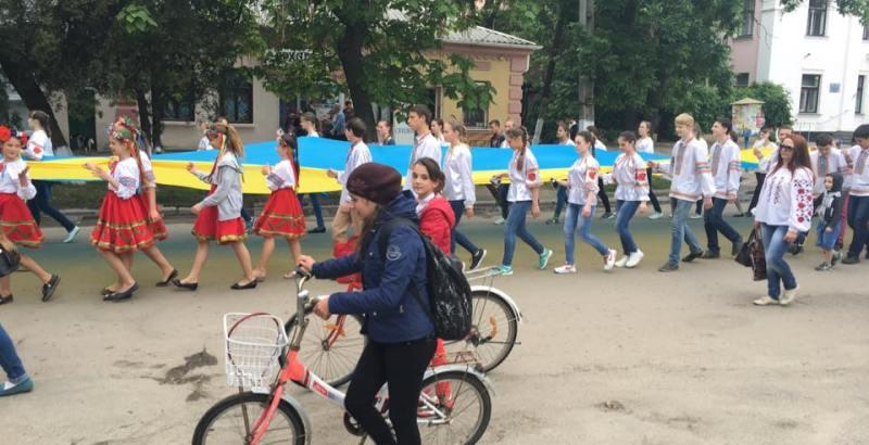 """В Килии прошел фестиваль вышиванок """"Кольори України"""""""