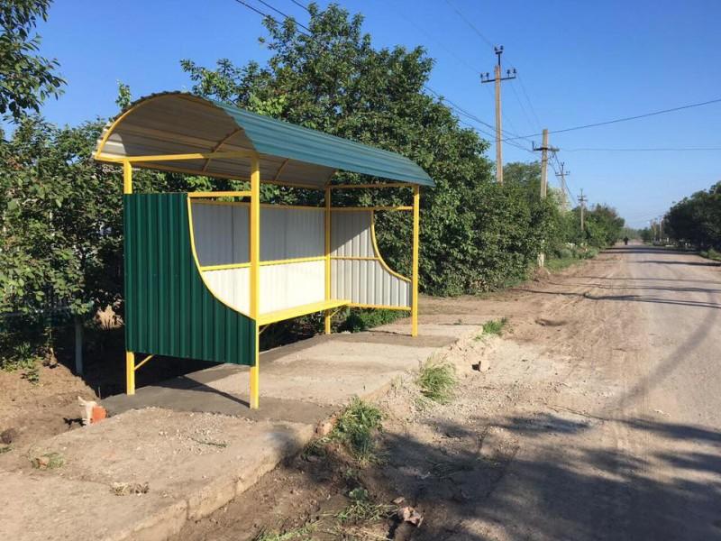 13226770_1104348672971955_438056655043982375_n-e1462953025830 На улицах Килии устанавливают новые автобусные остановки (фото)