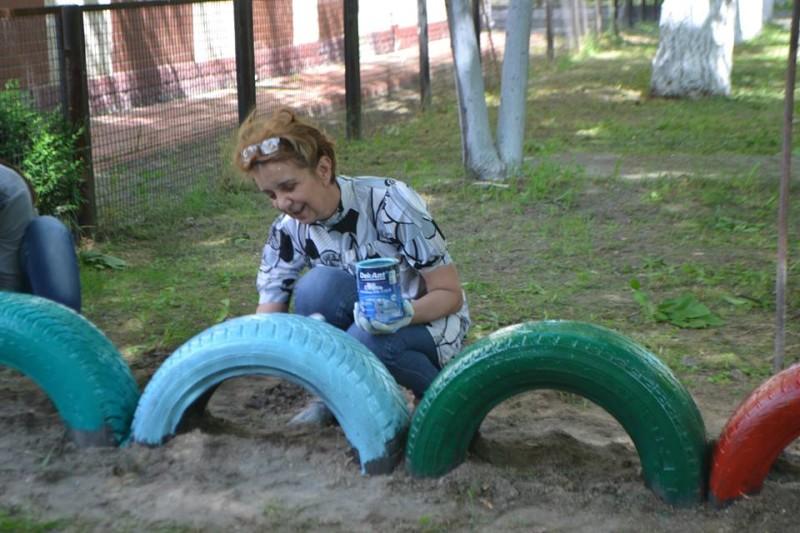 13240596_2019986814892637_8450344922625036103_n-e1463489536204 Фоторепортаж: как в Килие всем городом детскую площадку восстанавливали