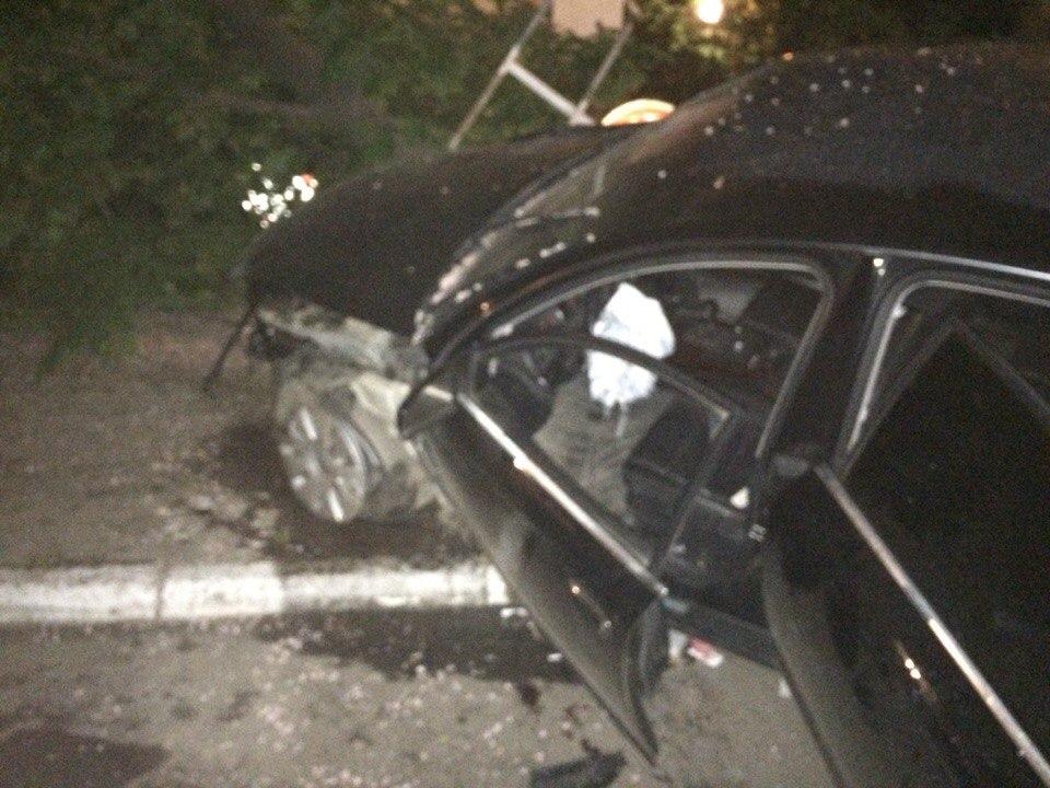 CaOfmp1FM7Y Ночное ДТП в Измаиле: Mazda vs Audi (фото)