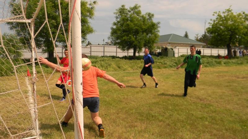 DSCN2270 Измаил: пограничники сыграли в футбол с полицией (фото)
