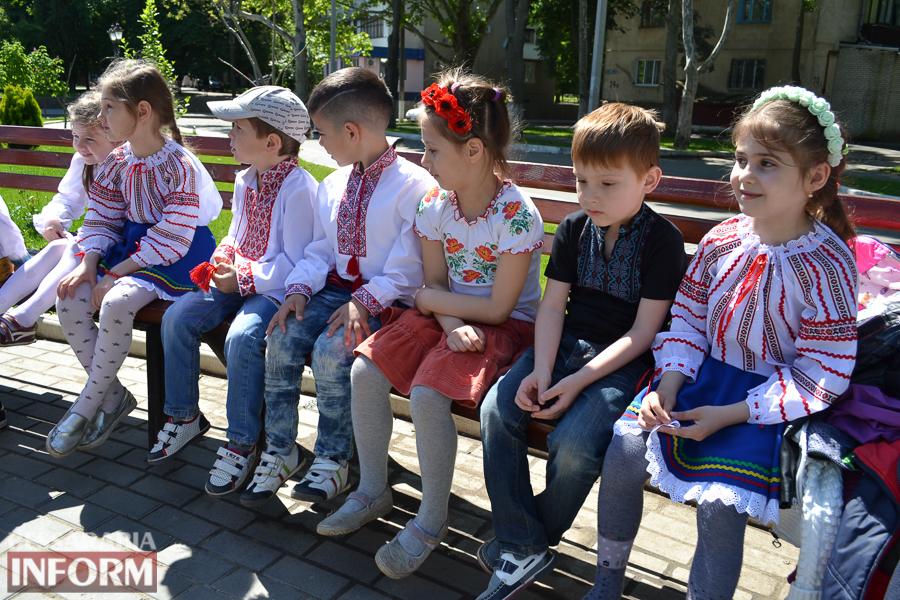 Маленькие измаильчане провели ко Дню вышиванки флешмоб (ФОТО)