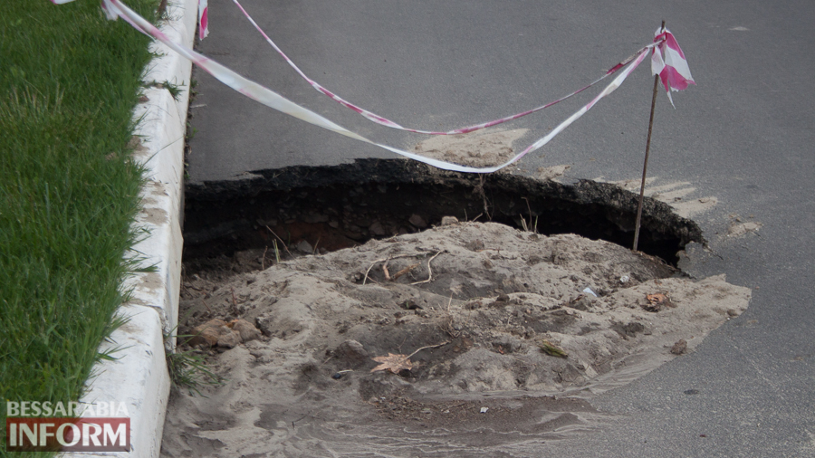 IMG_2495 ФОТОФАКТ: разрушение нового асфальта в районе Свято-Николаевского монастыря в Измаиле