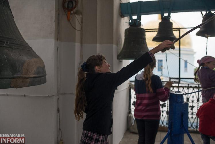 Пасхальный перезвон - измаильчане пробуют себя в роли звонарей (фоторепортаж)