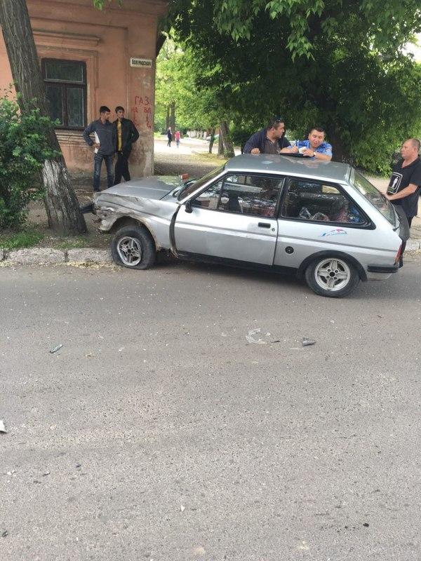 XoKgtyCcQFw Измаил: в результате ДТП на Болградской пострадали два автомобиля