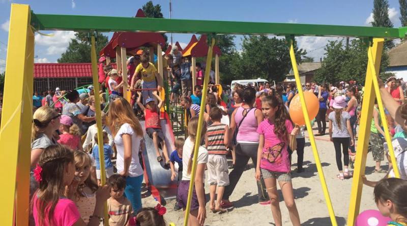 13315234_245312705839713_8854740920639594309_n Килийские предприниматели подарили детям детскую площадку (фото)