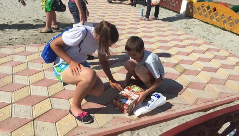 13339426_245312515839732_7271616292850914790_n Килийские предприниматели подарили детям детскую площадку (фото)