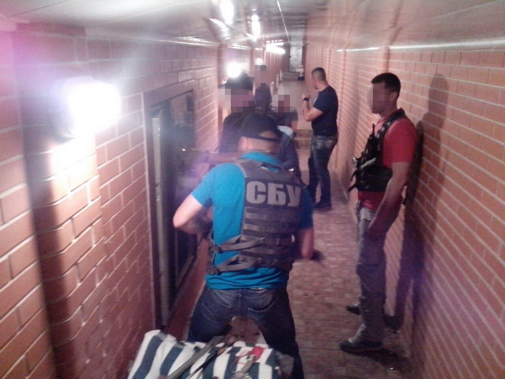 Под домом задержанного замгубернатора Николаевской области нашли тоннели с сейфами и золотыми слитками