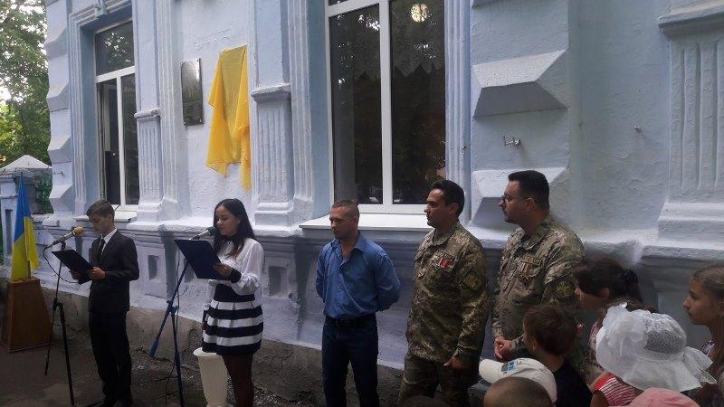 3GW90TPubG4 В Килие открыли мемориальную доску бойцу погибшему в АТО (ФОТО)