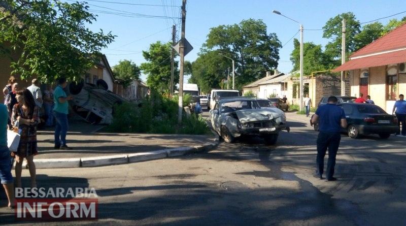 5759876e3ccbf_syRpr_qNBLw Измаил: на пересечении Б-Днестровской и Покровской - серьезное ДТП (фото)