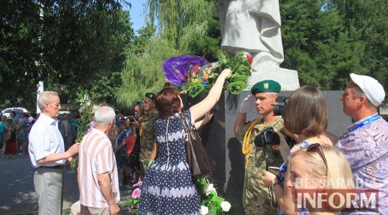 576a4cdf210b6_DUuTbzQQR30 Измаил скорбит - сегодня чествуют память жертв войны (фото)