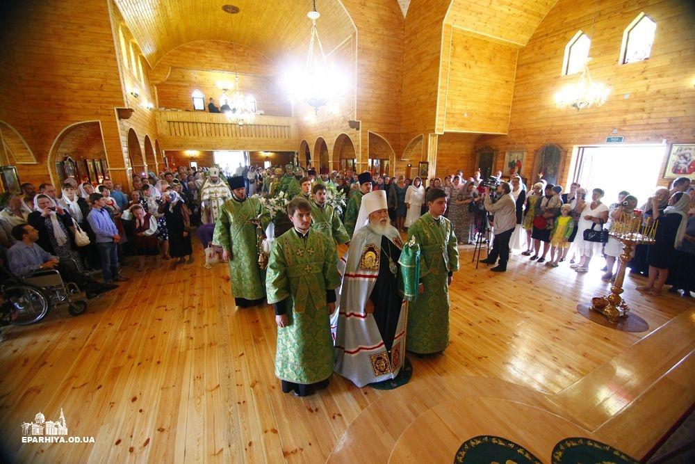 Митрополит Агафангел освятил в Сергеевке новый храм, построенный в западноукраинском стиле