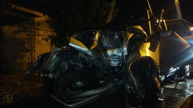 DSC_0045 Ночное ДТП в Измаиле: Mercedes столкнулся с деревом, после чего загорелся (фото)