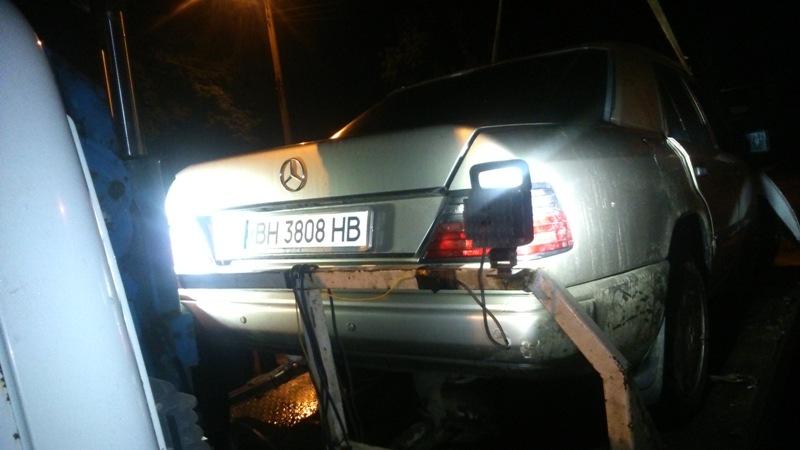 DSC_0047 Ночное ДТП в Измаиле: Mercedes столкнулся с деревом, после чего загорелся (фото)