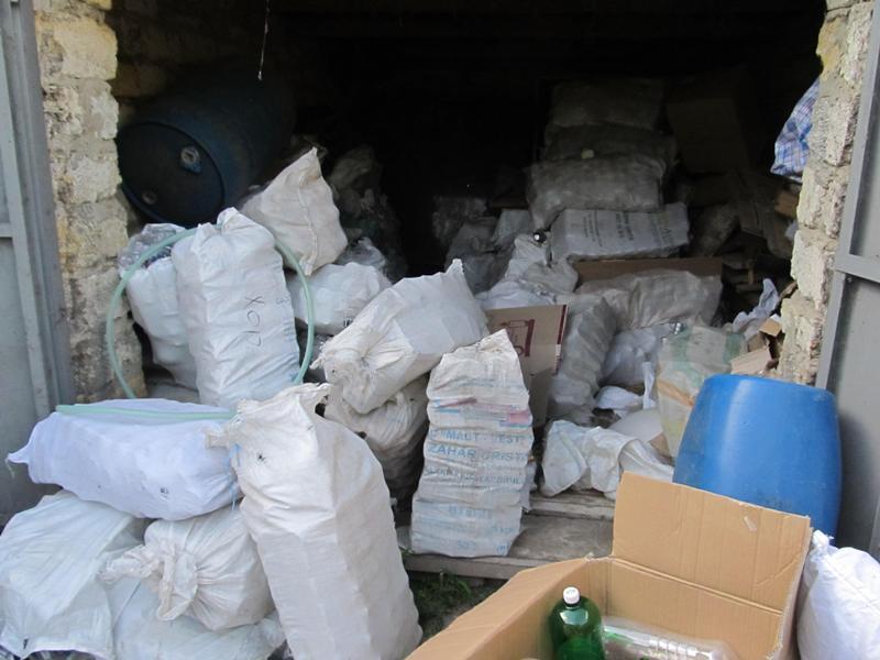 IMG_0016 Белгород-Днестровские пограничники накрыли подпольный цех по изготовлению контрафактного алкоголя (фото)
